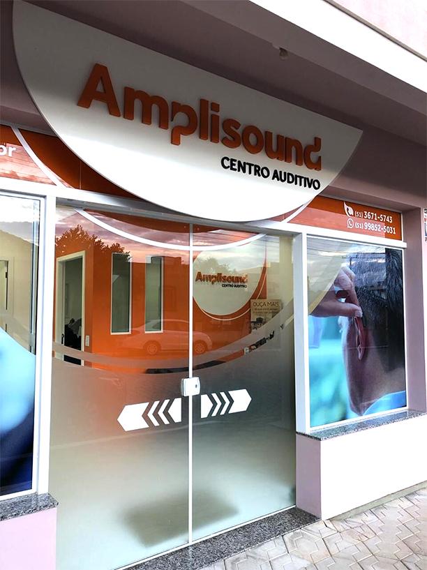 fachada da loja do centro auditivo amplisound na cidade de camaquã